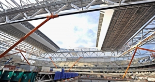The hoisting of the roof - Stadium architect / Sport architecte studio